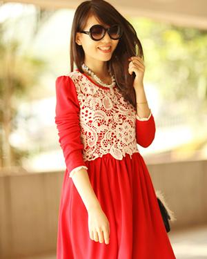 红色毛呢长袖连衣裙,或是红色毛呢背心裙还有单薄的