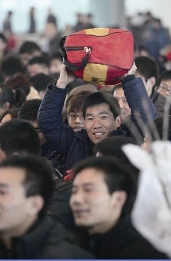 龙年春运已经进入节前高峰.jpg