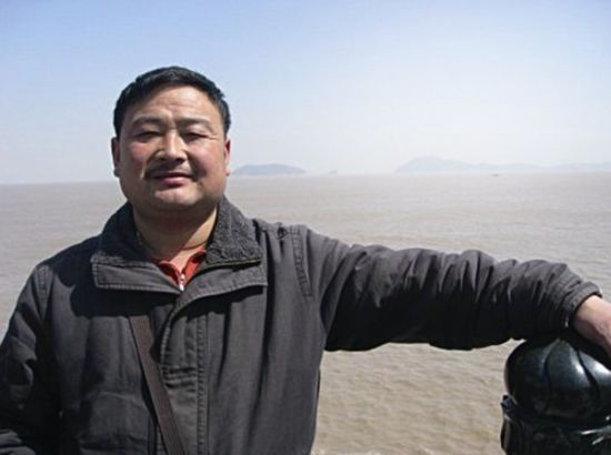 姚涛在舟山码头前拍的照片。(资料图片).jpg