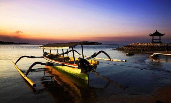巴厘岛海边螃蟹船