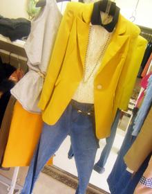 黄色垫肩长款小西服