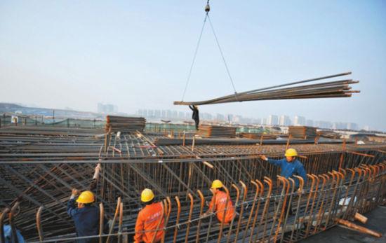 轨道桥建设正加紧进行。