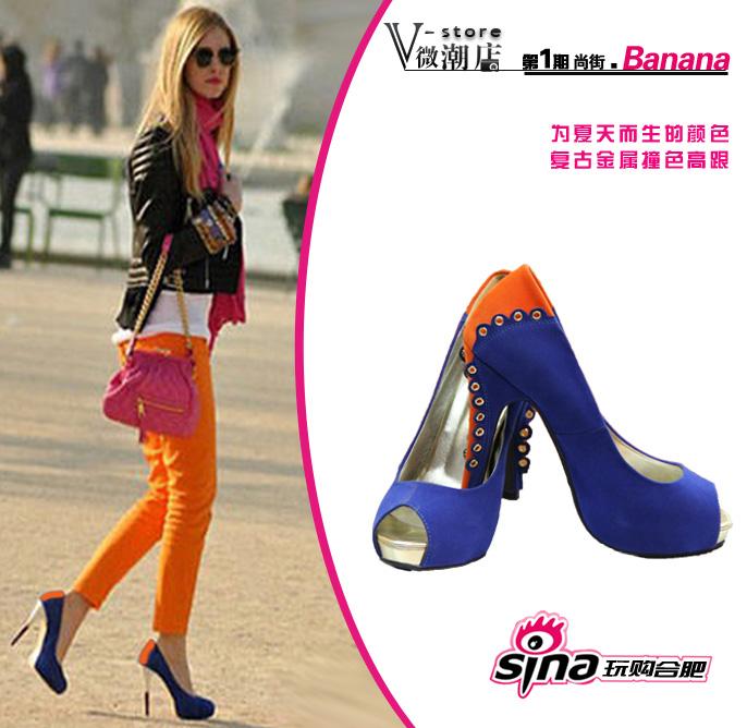橙色+宝蓝撞色铆钉小细节高跟鞋搭配