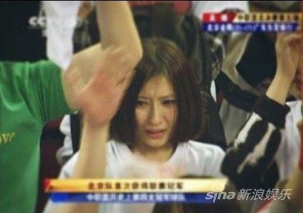 CBA总决赛美女球迷一哭成名