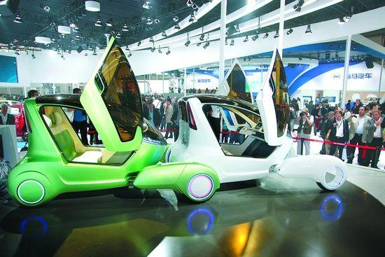 """题图:4月23日,北京国际汽车展上,奇瑞""""TX""""全新SUV、""""@ANT""""两款概念车高调亮相,吸引众多参观者驻足。(记者陈志勇 陆列嘉 摄)"""