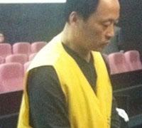 嫌犯罗国华被带进法庭