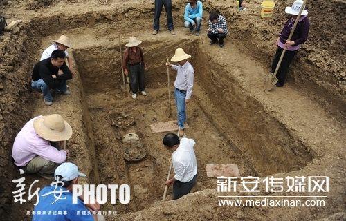北二环现三座古墓