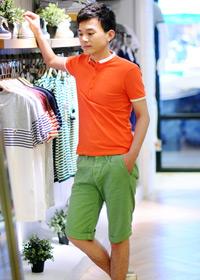 柠檬黄男士衬衫+灰色牛仔裤+蓝色帆布包