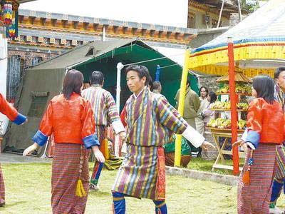 在结婚的事情上,多数不丹家庭都要听取神佛的旨意