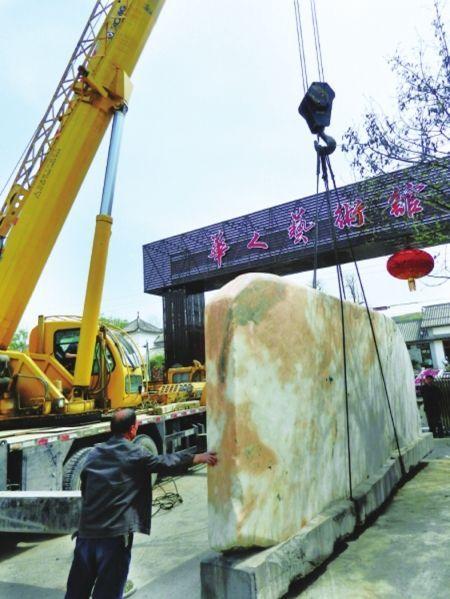 3月30日,陈晓丰以28万元买来的假灵璧石。(图据绵阳某报)
