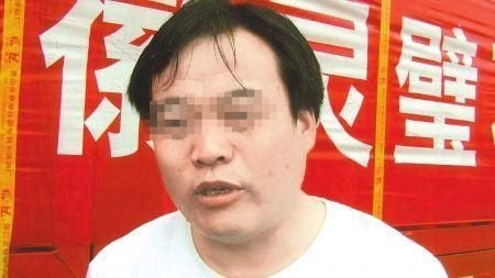 5月11日,张峰讲述贩石经历。