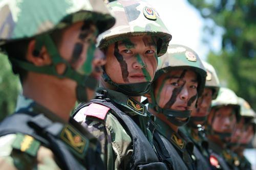 武警特战队员整装待发(5月21日)。