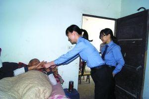 巴南区检察官到家中探望,李世余将永远瘫痪在床。