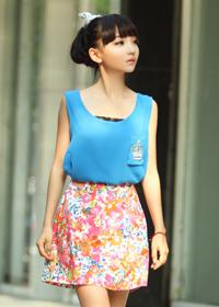 海蓝色背心+大花朵半裙
