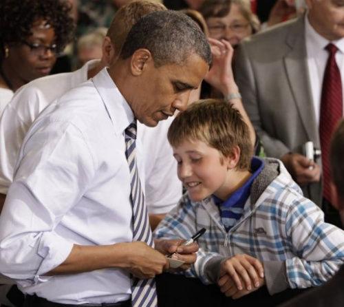 """奥巴马亲笔为逃课来听他演讲的11岁小男孩开出请假条,可谓""""终极豁免书""""。"""