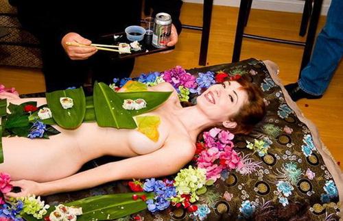 日本女体盛寿司 最昂贵的宴席