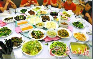 执信中学老师下厨为高三考生举行壮行宴。(图片来自网络)
