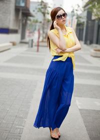 大裤腿长裤,黄色衬衣
