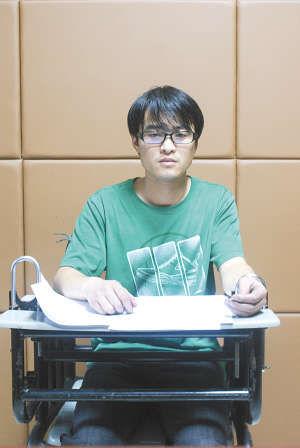 犯罪嫌疑人袁静接受警方询问贵州都市报供图
