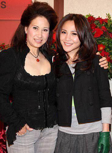 甄妮和女儿
