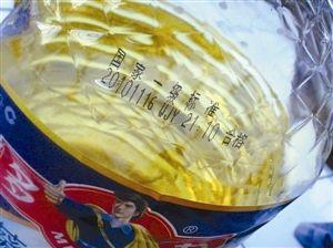 周先生称这是6月18日在沃尔玛燕南路店买的葵花籽油。