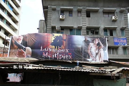 红灯区附近的色情电影。