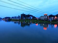 酒店外的新安江美景