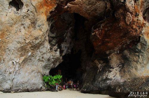 天然小岩洞