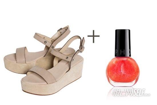 休闲凉鞋与指甲油颜色搭配