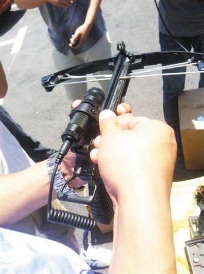 安装红外线瞄准器的弓弩