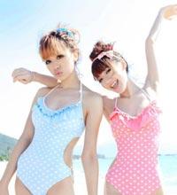 沙滩泳装美女