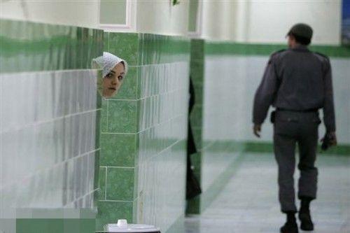 伊朗狱中女人
