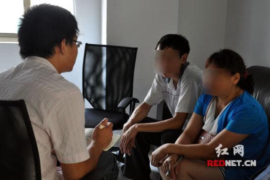 (称想变性的夫妻接受红网记者采访)