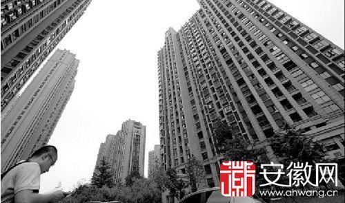 蓝蝶苑小区,停电时电梯停运让居民望楼兴叹。