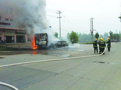 消防人员正在灭火