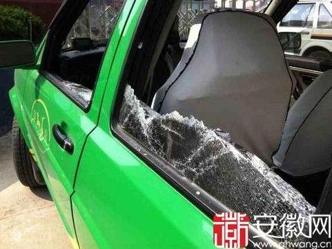 被砸烂的出租车