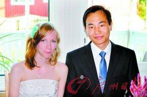 杨顺和他的瑞典妻子晓梦。