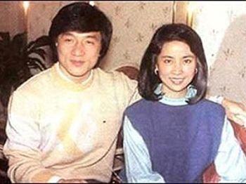 2、成龙、林凤娇:隐婚18年,生子房祖名