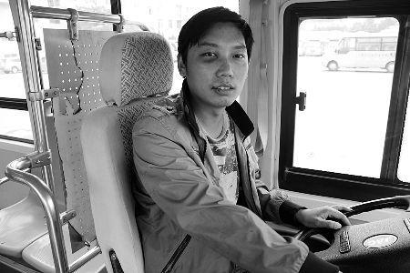 公交车司机时卫光面部受伤