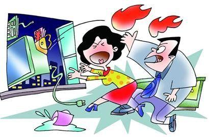 80后小夫妻半夜吵架比狠 电脑现金丢出窗外。