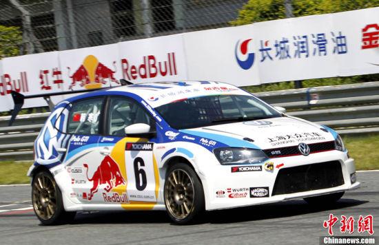 2012年中国房车锦标赛(CTCC)9月16日在广东肇庆国际赛车场举行,上海大众333车队韩寒驾驶新上市的波罗GTI赛车出战本站比赛。中新社发赵振清 摄