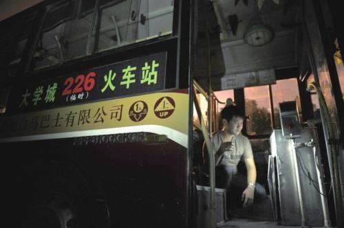 记者找到这辆公交车时,车上的投币箱已经不知去向。