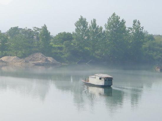 晨雾中的青戈江