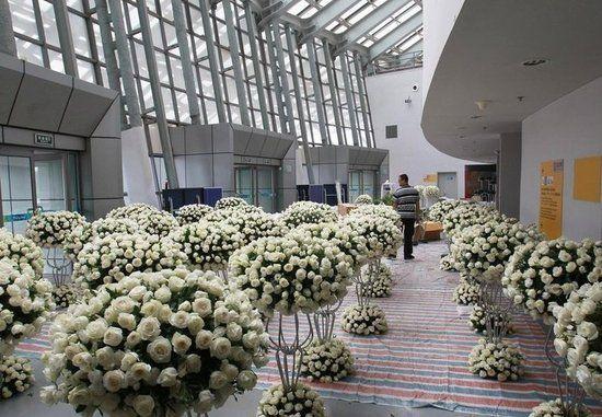 林丹、谢杏芳婚礼会场北京工业大学体育馆正在紧张布置中。