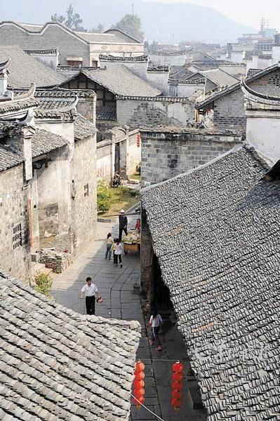 """位于怀化洪江市的""""黔阳古城""""内仍完好保存着大量明清建筑"""