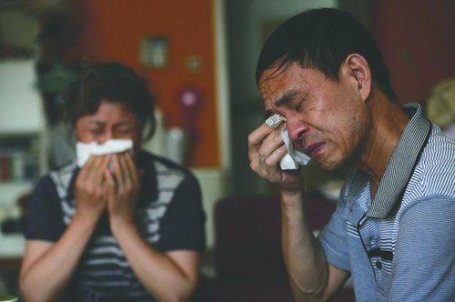 罗洪玲父母提起女儿的婚姻悲剧,忍不住落泪