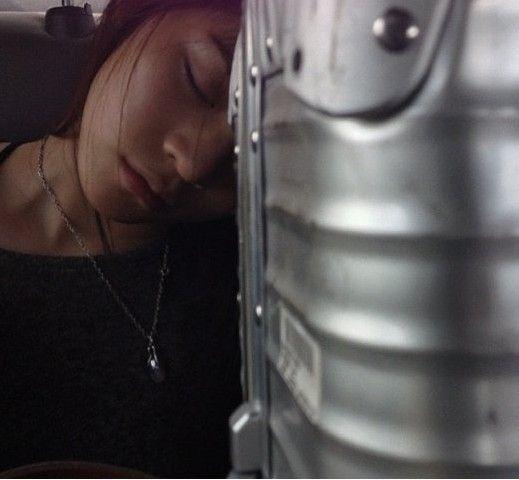 """陈冠希拍下Angela睡觉的样子图片来源:台湾""""今日新闻网""""."""