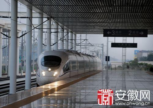 实验动车已在合蚌高铁上模拟运行多日。