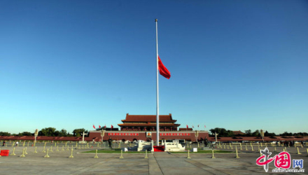 长安街新华门及外交部等地为西哈努克降半旗