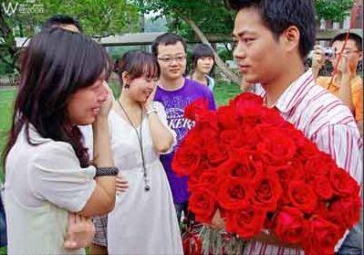 大学校园里的浪漫求婚